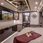 Coach Stock 10152 Interior Bed & Bath