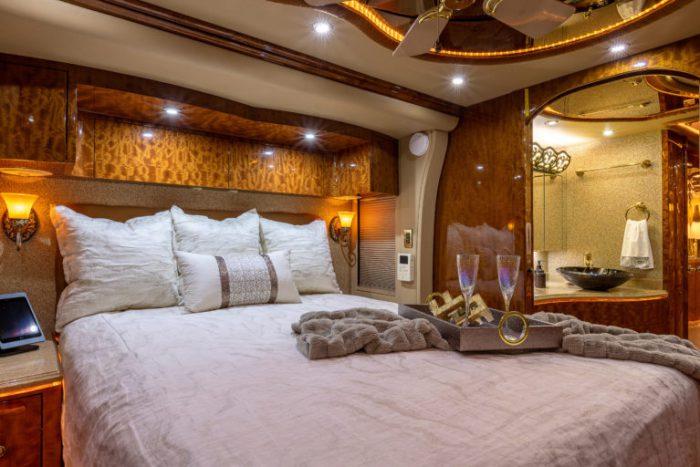 Coach Stock 728 Interior Bed 2