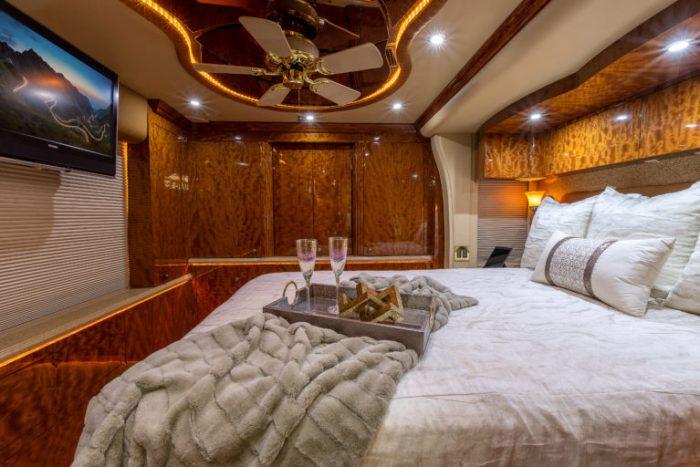 Coach Stock 728 Interior Bed